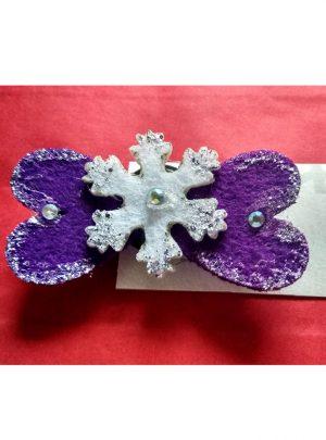 Брошка уникат Violet Winter– забавна брошка с акцент снежинка