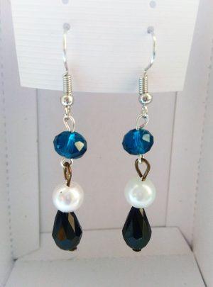 Обеци Crystal Blue White Pearl and Blackнежно съчетание от перли, кристално синьо и черно