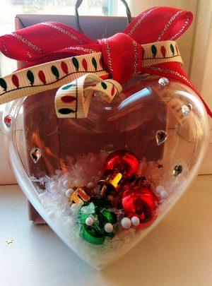 Сърце с Коледни топки и снежинки Декорация